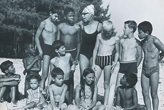Josephine Baker și cei 12 copii adoptați