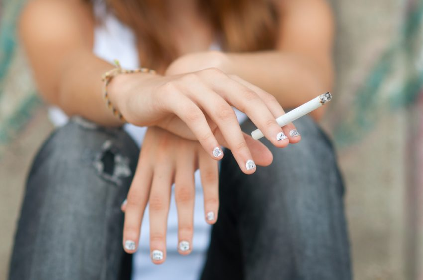 adolescenta fumat