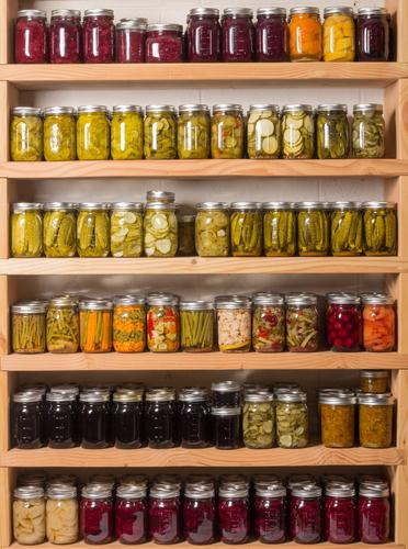 organizarea bucătăriei borcane în dulap