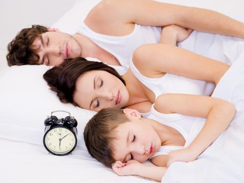 trecerea la ora de vară oameni care dorm