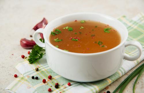 Supa de oase în cană