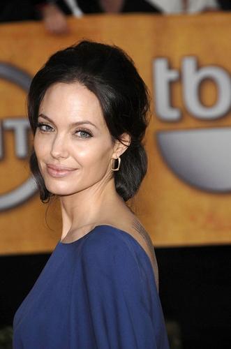 Angelina Jolie | Totul despre mame