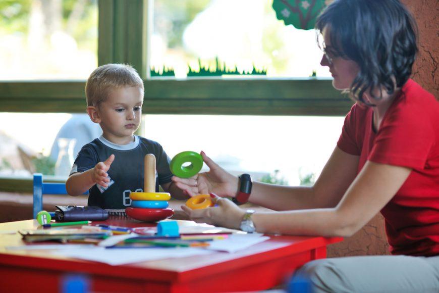 autismul cauze copil autist