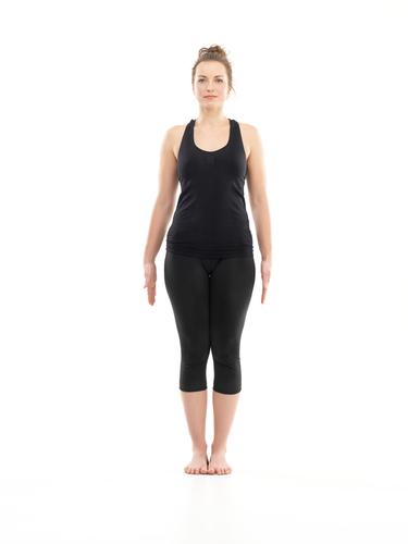 yoga pentru începători femeie în picioare