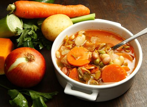 prânz sănătos legume ciorbă