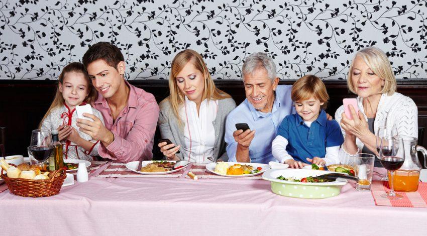 Dependenta de telefon / Totul despre mame