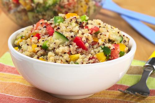 salata cu quinoa bol
