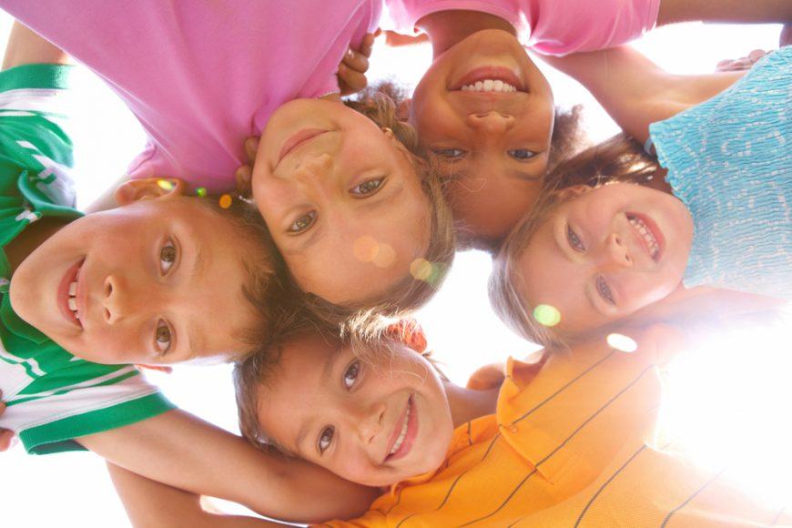Copiii fericiti invata mai bine / Totul despre mame