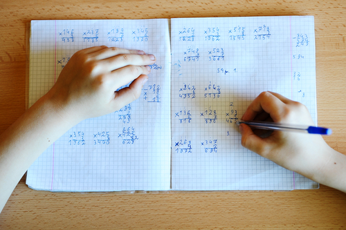 ambiția copil care scrie
