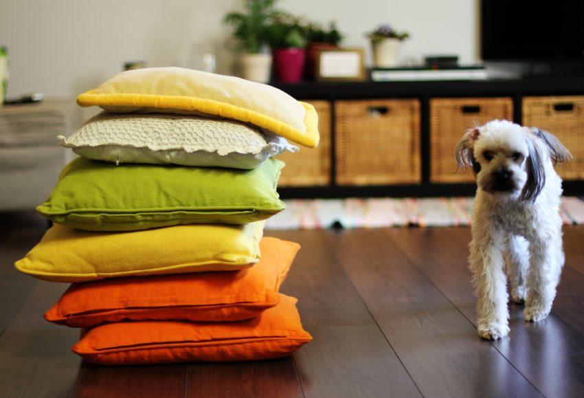 decorarea dormitorului perne colorate