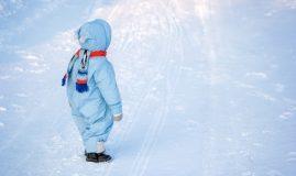 copil iarna in zapada