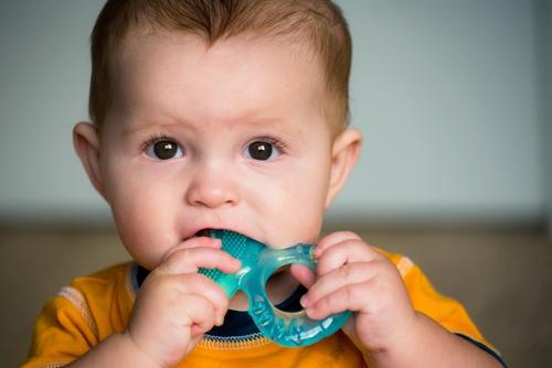 primii dinți la bebe copil inel