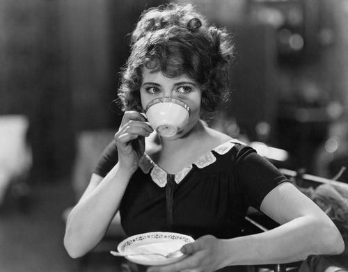 Ce vorbesc fetele la cafea/Totul despre mame