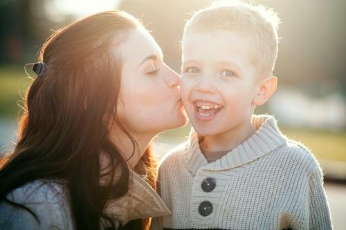 Învață-ți copilul ce e suferința și iubirea/Totul despre mame