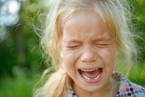 crize la copii fetiță care plânge