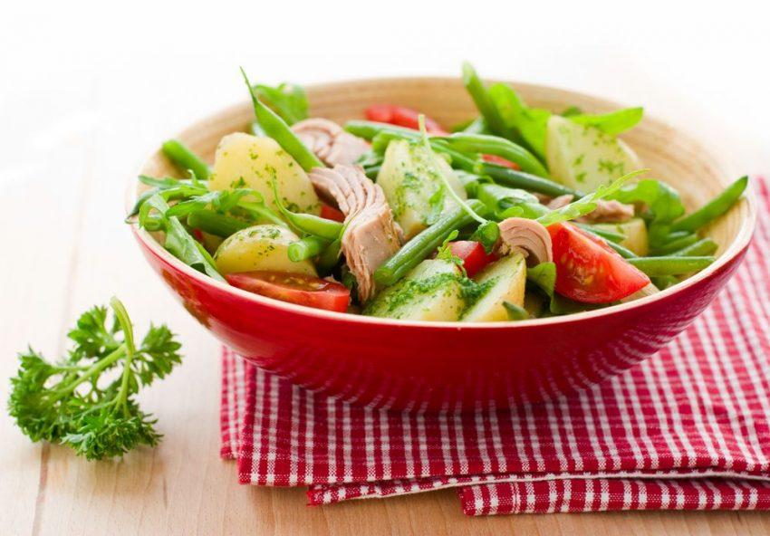 salata de ton cu cartofi caldă