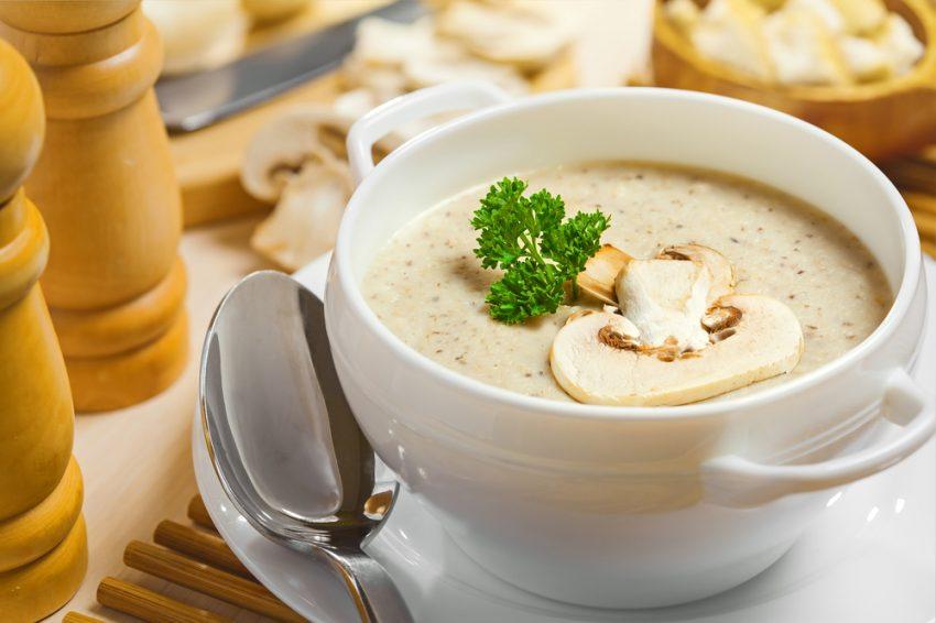 supa cremă de ciuperci bol