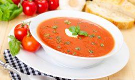 supa cremă de roșii farfurie