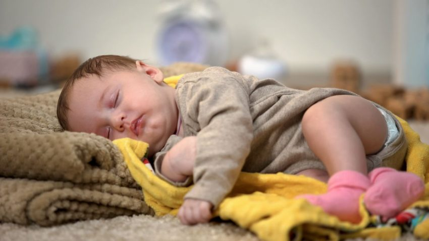 bebelus somn