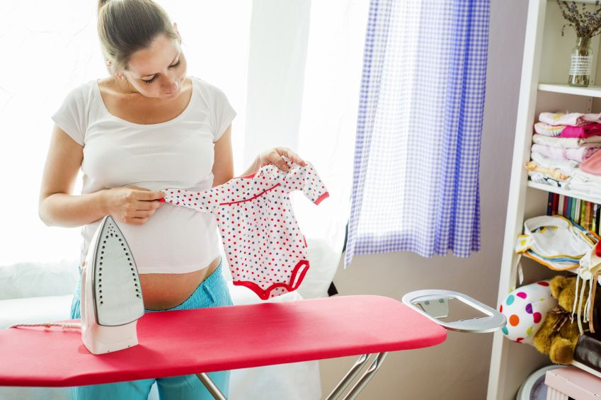 calcam-hainele-bebelusului-totul-despre-mame