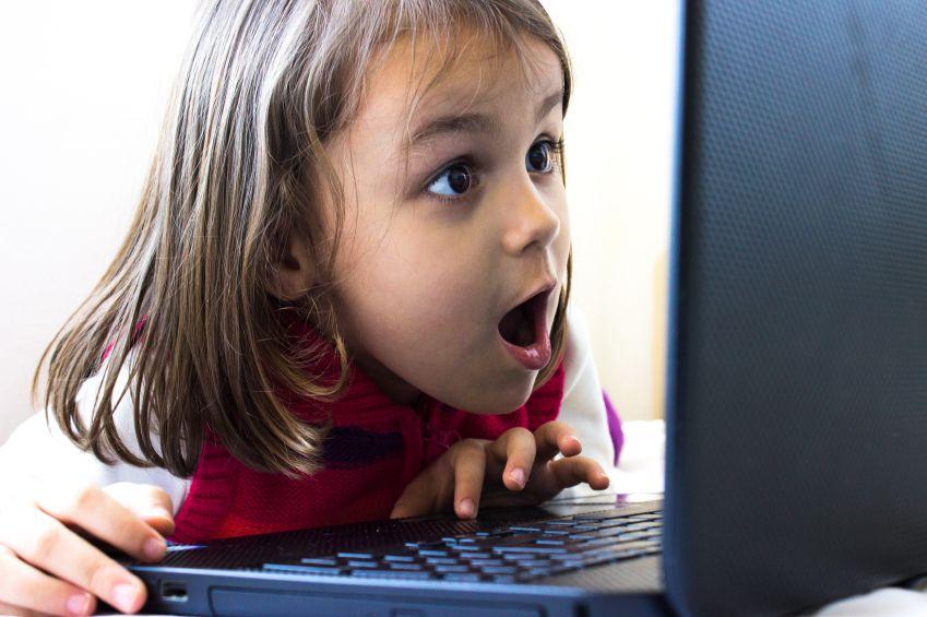 ce-fac-copiii-la-calculator-totul-despre-mame