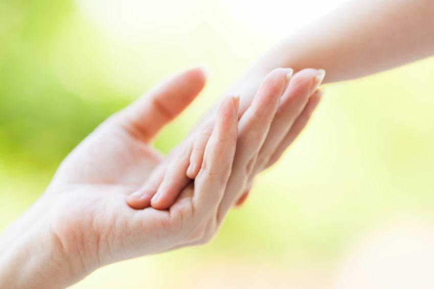 remedii-naturale-pentru-maini-uscate-totul-despre-mame
