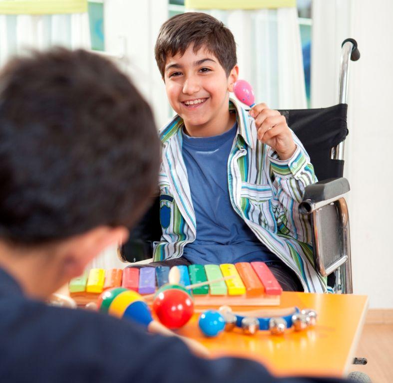 Loc de joaca indoor pentru copii cu dizabilitati