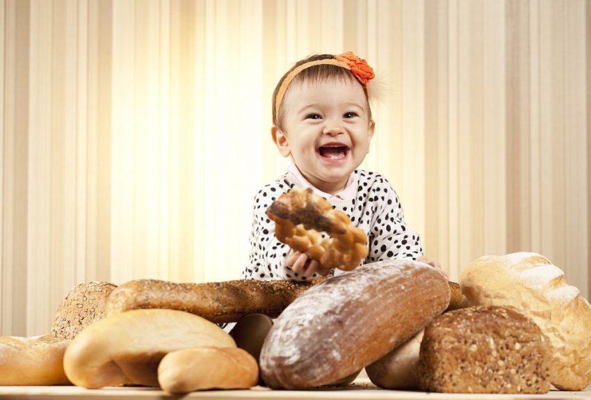 când dăm pâine la bebeluși