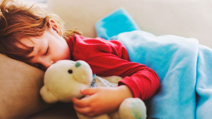 de-cat-somn-au-nevoie-copiii-totul-despre-mame