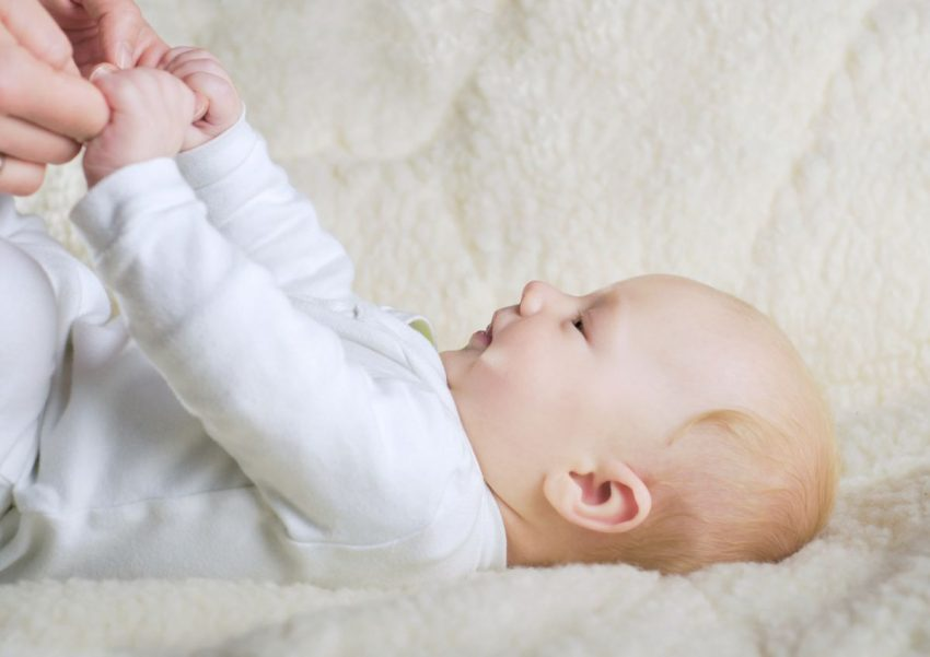bebelușul la 2 luni