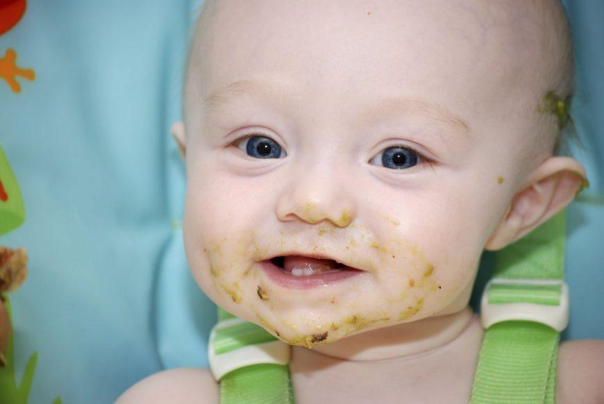 ce mănâncă un bebe la 8 luni