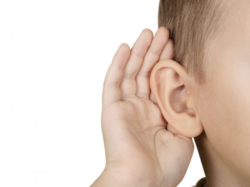 copil asculta