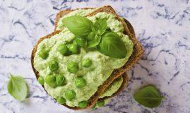 sandvis cu humus verde