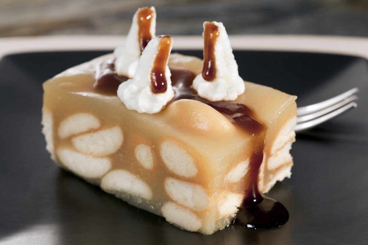 Prăjitura cu caramel și mere