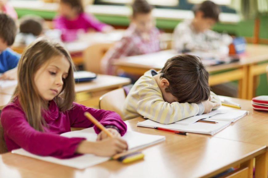 copil obosit la scoala