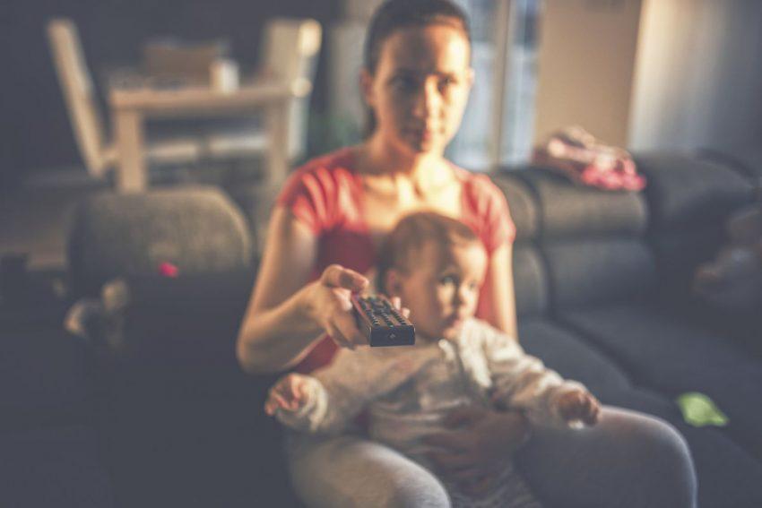 Academia Americană de Pediatrie ridică interdicția fara teevizpor pana la doi ani