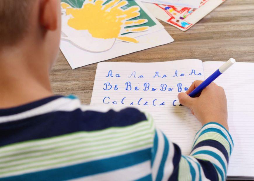 învățăm copilul să scrie