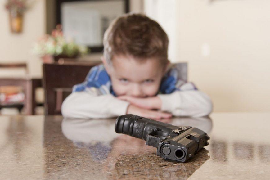 băieții și armele