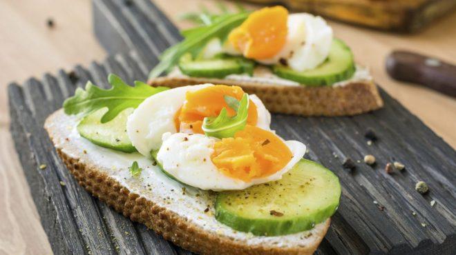 gustare cu oua fierte tari