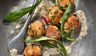 Chifteluțe din somon și quinoa