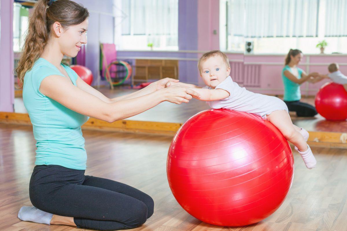 gimnastică pentru bebeluşi