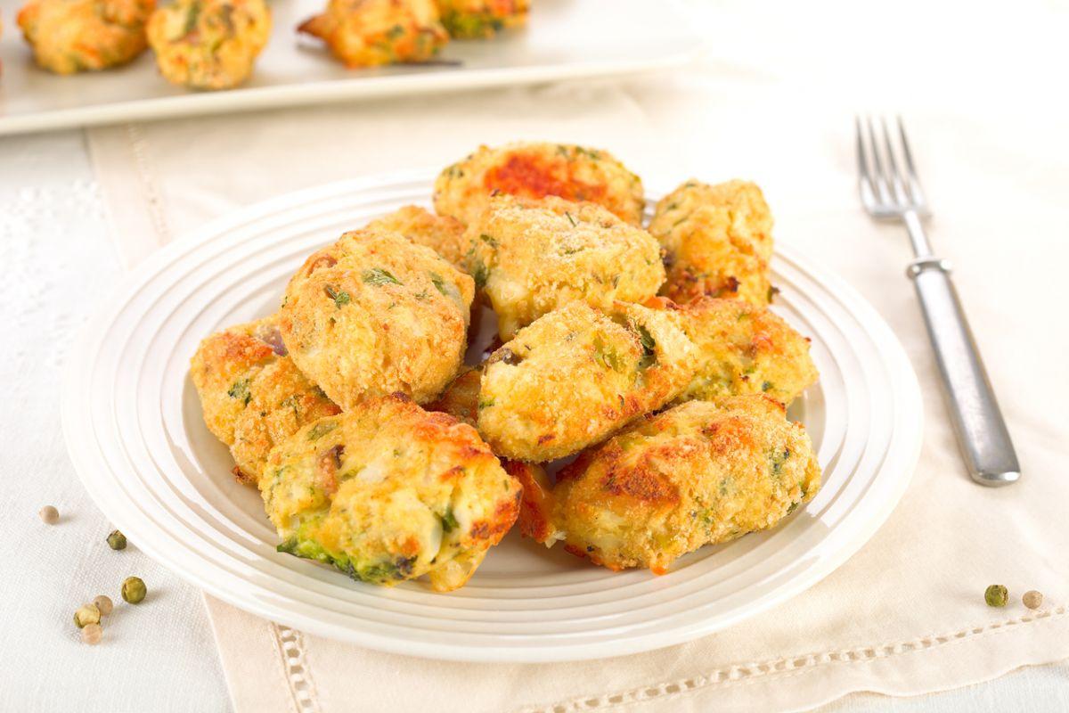 chiftele cu broccoli, brânză și cartofi