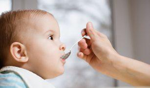 bebelușul mănâncă destul