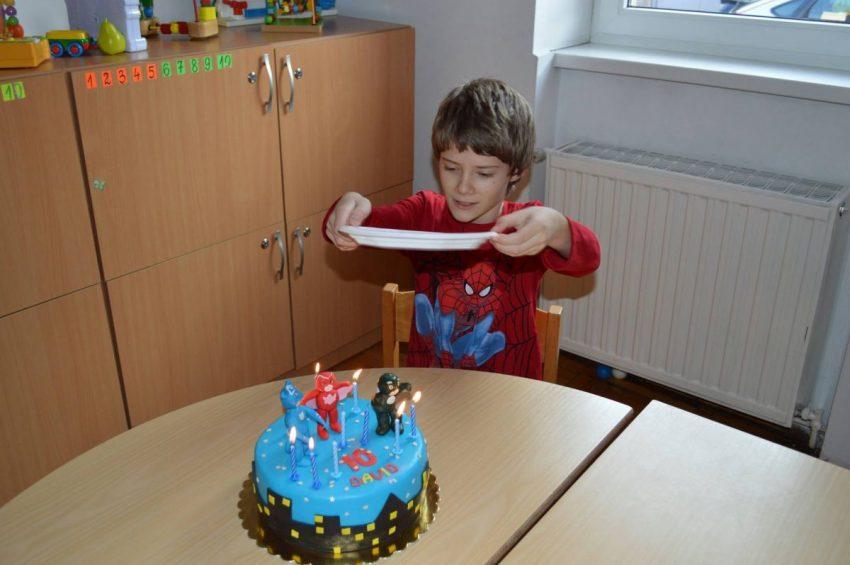 copil cu autism integrat
