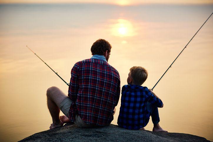 tata si fiu la pescuit