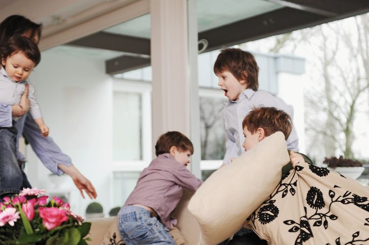 copii care se joaca mama