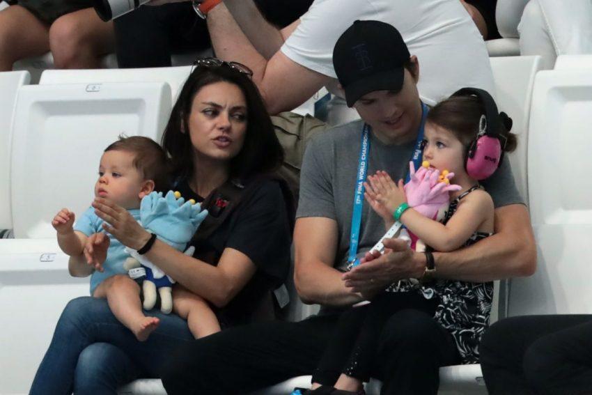 mila kunis ashton kutcher si copiii lor la un meci