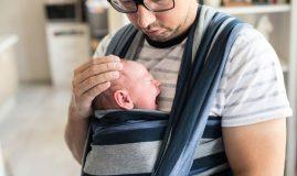 tata cu bebelusul in wrap