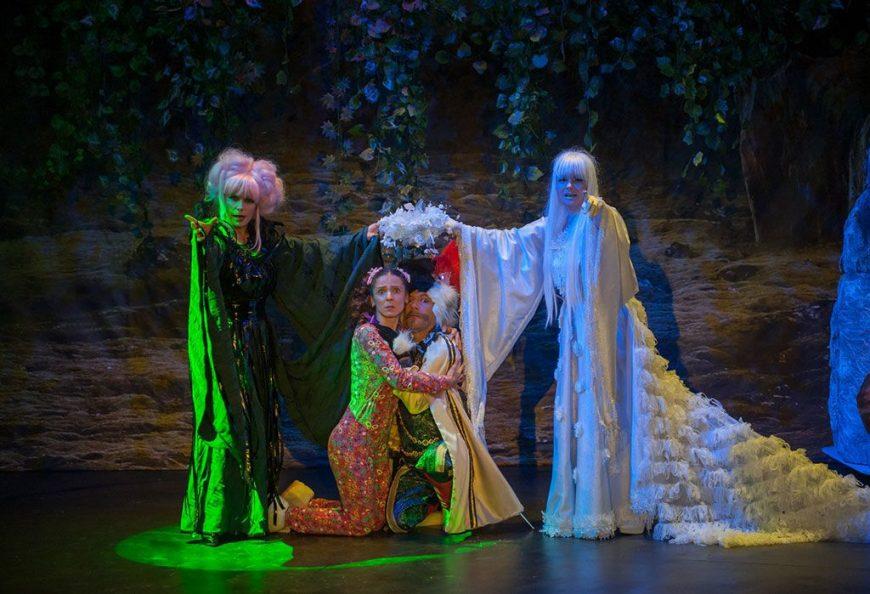 scena spectacol taramul povestilor