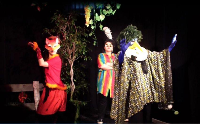 scena din spectacolul vulpea si corbul